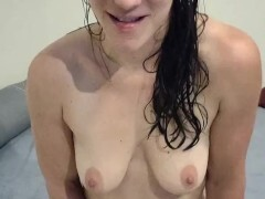Bare white lady newly showered taunts you, she will make you jizz - JOI