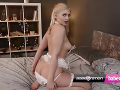 Magnificent UK honey Georgia Brown uses her plaything on Babestation