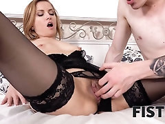 FIST4K Tongue and shaft scorching lady but she needs knuckle in arse for kinkiest