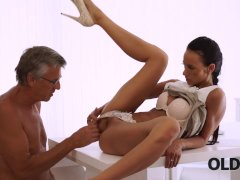 OLD4K. Young chick tastes chief's dick in nice old and young video